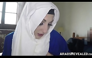 Hawt arabic amateur gives pussy of place to crash